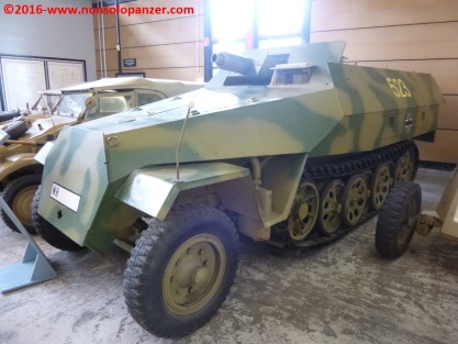 01-sdkfz-251-9-early-type