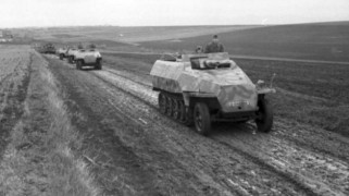 25-storical-sdkfz-251-9-early-type